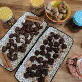 imagen de bombones ecológicos veganos de chocolate RAW